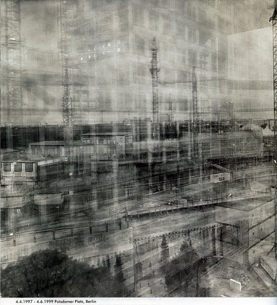 Photographie de Michael Wesely; exposition de plus de deux ans. http://www.moma.org/collection/artists/8194