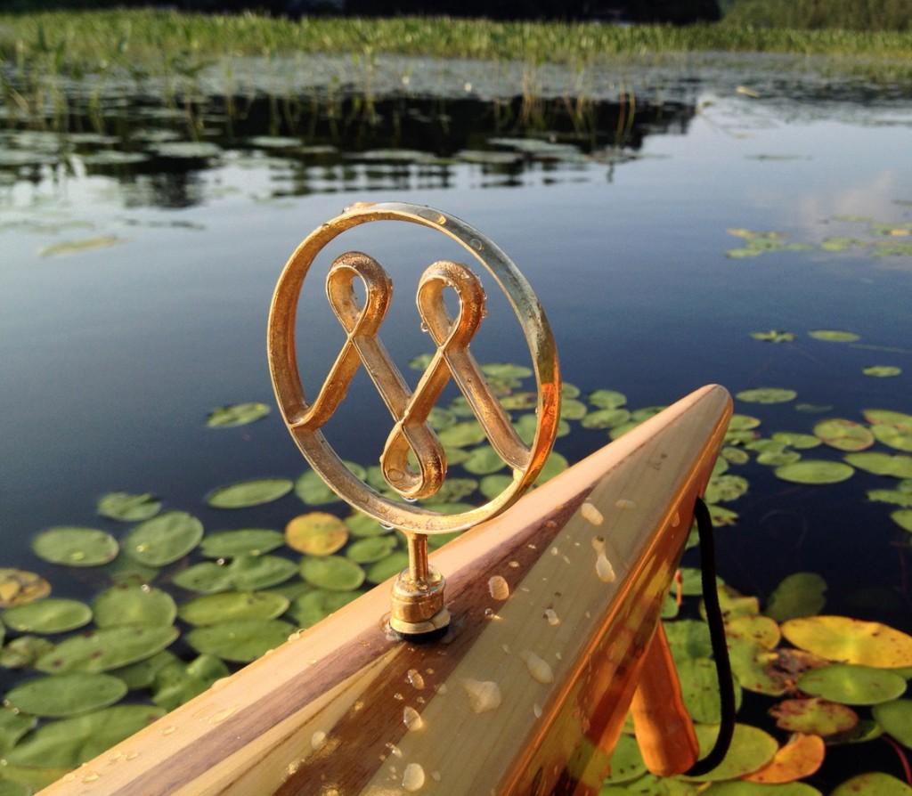 6. Patrick Beaulieu. Méandre – Yakety Yak (détail), kayak en cèdre fait à la main, ornement en bronze, 2014.